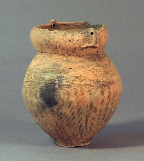 Esan-type deep-pot earthenware