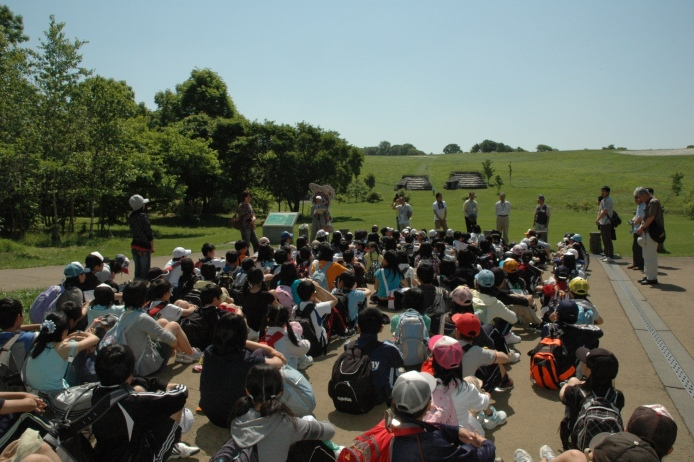 Kitakogane Shell Midden: Kitakogane Shell Midden crowded with students on a field trip
