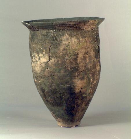 Satsumon (brush-line pattern) clay vessels
