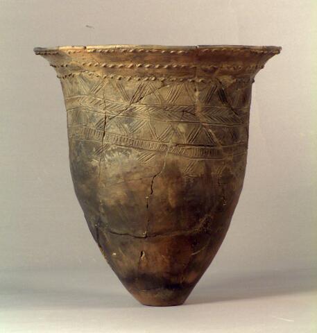 Tobinitai clay vessels