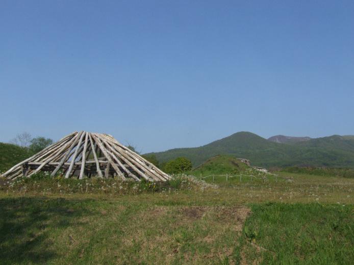 Irie-Takasago Shell Midden: Restored pillar-supported building