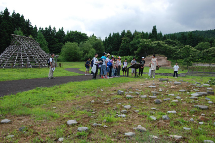 Ofune Site: Visitors viewing the ruins at the Ofune Site