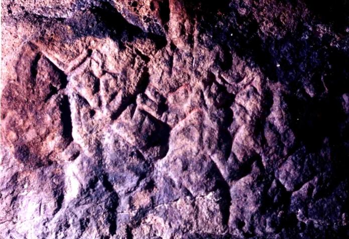 手宮洞窟出土の刻画 角のある人
