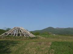 貝塚公園に復元された掘立柱建物