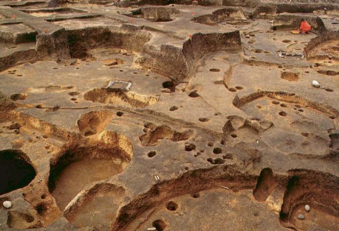 大船遺跡:重なり合う竪穴建物跡