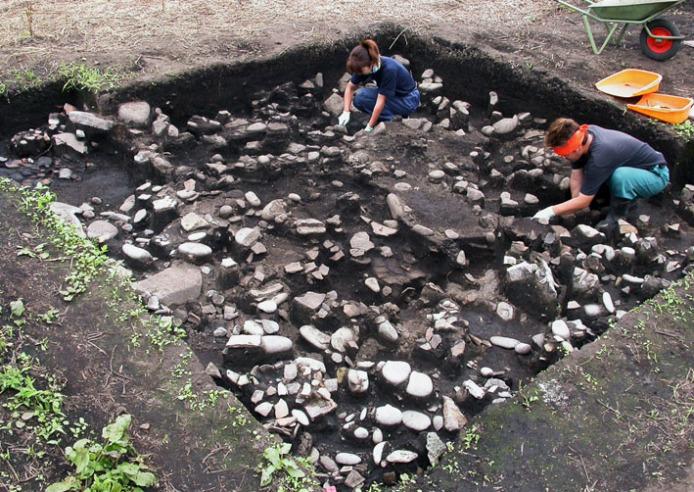 垣ノ島遺跡:盛土遺構遺物出土状況